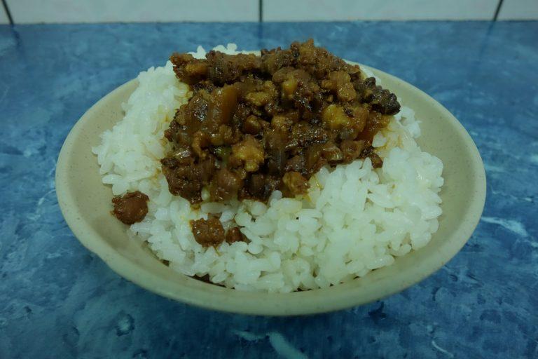 城中市場の近くで、安くて美味しい魯肉飯発見!